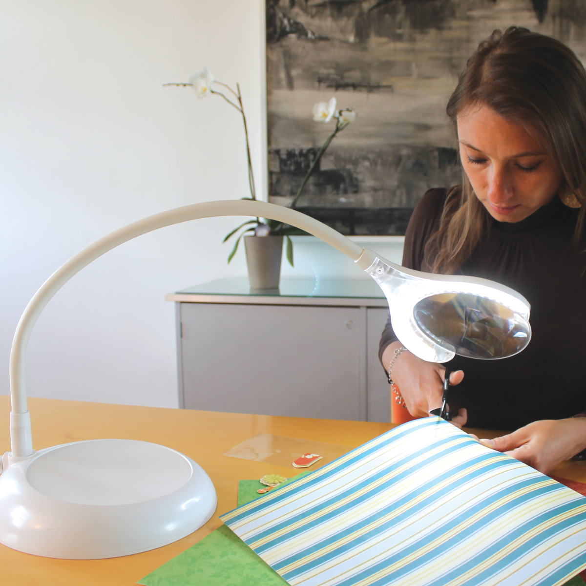 Daylight MAGnificient Floor & Table LED Magnifying Lamp